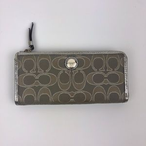 Coach | Wide Wallet With Zipper Closure